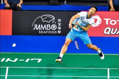 羽球》在中國擊敗大魔王林丹 周天成終止對戰四連敗