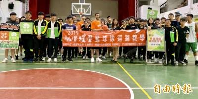 SBL》璞園籃球隊教高中生打籃球!首站至善高中興奮「尬」球