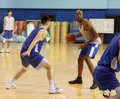 籃球》「新台灣人」陪國家隊小將練球 7月瓊斯盃有望再度上陣