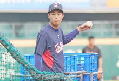 棒球》魏碩成擔任獅隊餵球投手  提前體驗職棒