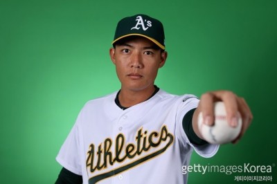 MLB》運動家隊友熊抱歡迎 王維中:一直在等機會