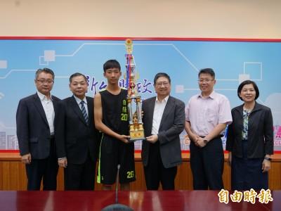 籃球》全國中學籃球賽 竹縣自強國中首摘全國冠軍