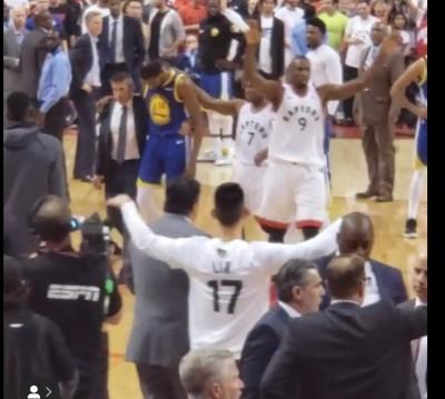 NBA》KD在眼前痛苦倒地   林書豪暖心之舉網友盛讚(影音)
