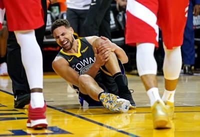 NBA》硬漢!K.湯普森受傷倒地 完成罰球後離場