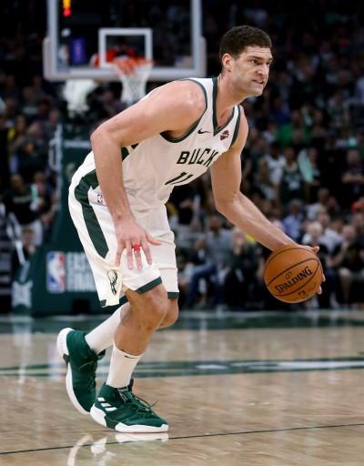 NBA》舊愛還是最美! 美媒爆湖人有意簽下公鹿長人