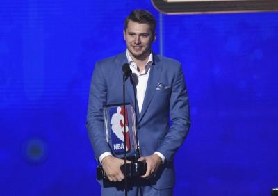 NBA》締造聯盟最年輕35分大三元 東契奇拿下最佳新人