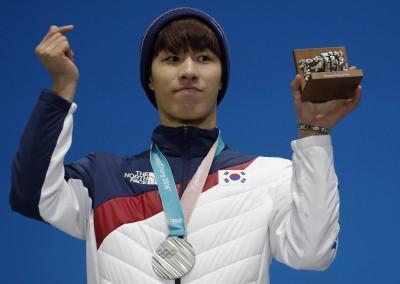 女選手都在看!韓國滑冰金牌爆性霸凌「掛高空脫褲露下體」