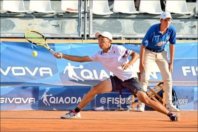 網球》「夜市小球王」挑戰賽奏捷 曾俊欣晉布拉格32強