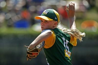 棒球》超狂女力!少棒女投手飆K展美技 獲讚媲美「雷神」(影音)