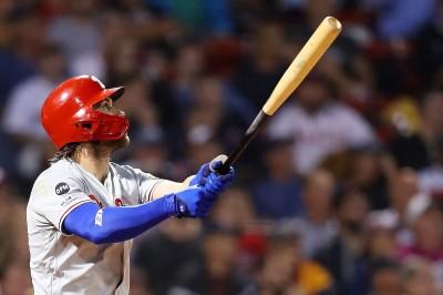 MLB》哈波一棒轟上「綠色怪物」 助費城人系列賽橫掃紅襪