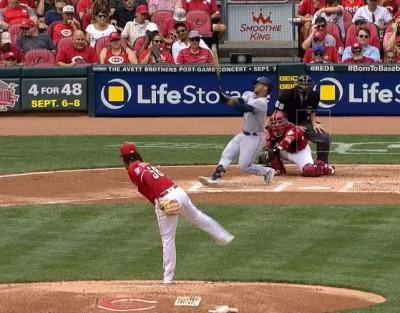 MLB》紅人卡斯提歐超狂滑球 讓對手揮空慘跌(影音)