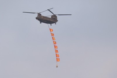 中職》運動員戰士紅不讓 CH-47直升機飛越球場