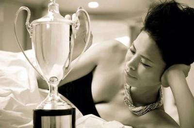 網球》謝淑薇秀沙龍美照 溫網金盃為美網打氣