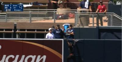 MLB》又是JBJ!大秀蜘蛛人攀牆美技 狂到讓紅襪差點「報警」(影音)