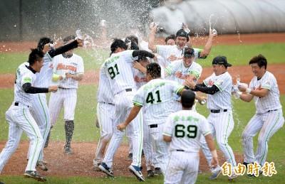 棒球》曾有意打中職 崇越隼鷹改名為「安永鮮物棒球隊」