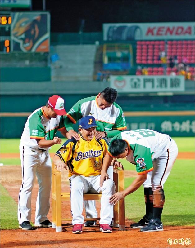 美和幫「笑」敬學長 台灣國寶贈職棒國寶