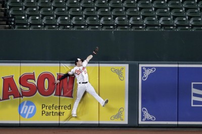 MLB》年度最強「搶劫」! 海斯飛身沒收小葛雷諾全壘打(影音)