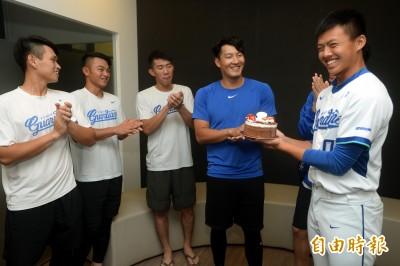 中職》林哲瑄生日快樂 許願球隊打進總冠軍戰