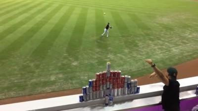 MLB》球迷場外疊啤酒塔 馬林魚外野手展神技圈粉(影音)