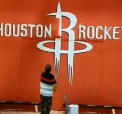 NBA》哈登道歉也沒用!麥葛雷迪壁畫、火箭隊徽 慘遭破壞