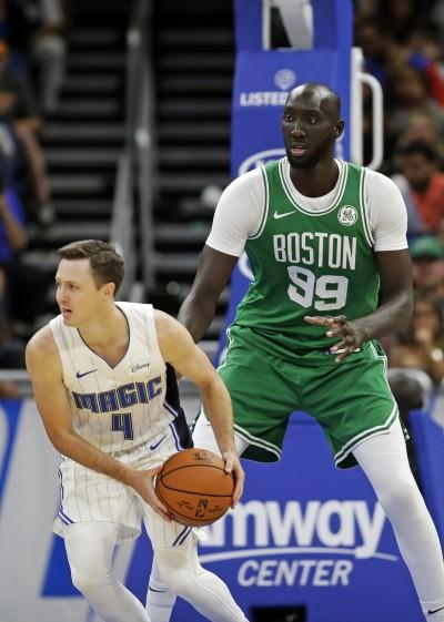 NBA》226公分「巨神兵」 打出風采! 獲綠衫軍雙向合約