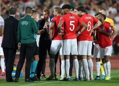 足球》種族歧視、納粹手勢又現於球場 英格蘭保加利亞之戰被迫暫停2次