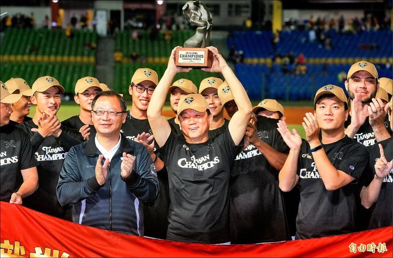 台灣大賽》6年奪5冠 洪總還有重擔