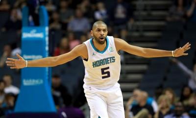 NBA》慘!開季首戰就傳傷情  黃蜂搖擺人右手中指骨折