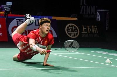 羽球》直落二慘輸周天成 丹麥好手遭曝賽前身體亮紅燈
