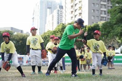 林子偉當教練! 棒球精進計畫前進台中 小小粉絲體驗揮棒樂趣