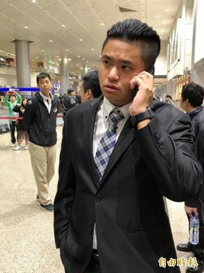 12強》最後一批台灣英雄返抵國門 球迷熱情不減