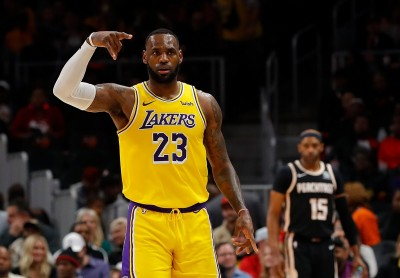 NBA》詹皇、AD合砍59分 湖人險勝老鷹豪取客場14連勝