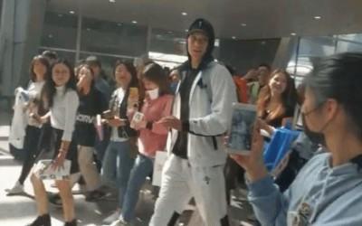 CBA》女球迷追星瘋狂「包飯糰」 中媒:「放開林書豪!」