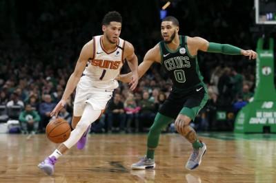 NBA》「聰明哥」破紀錄11顆三分無用 布克飆39分力壓綠衫軍