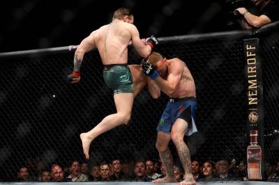 格鬥》跟麥克雷格打40秒... 「牛仔」鼻骨骨折休養半年