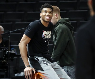 NBA》怪物狀元首秀超驚人 「字母哥」給他中肯建議