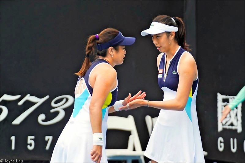 澳洲網球公開賽》抱病上場 詹家姊妹晉8強 追平合拍最佳戰績