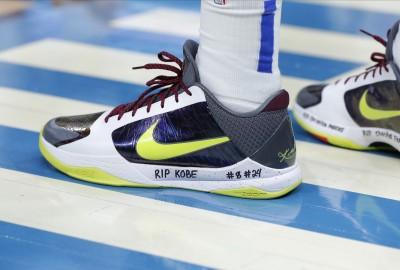 KOBE罹難》帶著KOBE意志拚戰 東契奇球鞋寫上9位罹難者姓名