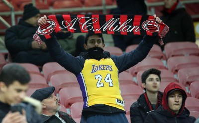 NBA》Kobe最愛的足球隊!AC米蘭賽前致敬傳奇(影音)