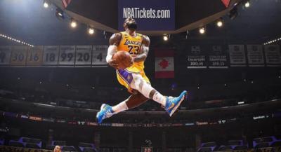 NBA》致敬Kobe一張照瘋傳 詹皇狂讚攝影師「他才是MVP」