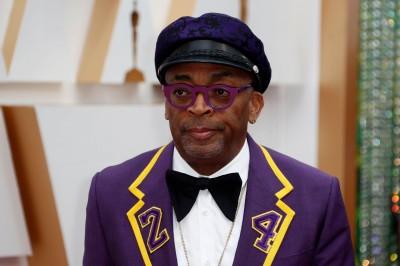 奧斯卡》致敬布萊恩 名導演穿「24號」紫金西裝走紅毯
