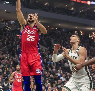 NBA》深怕背傷加劇 七六人主控將照MRI