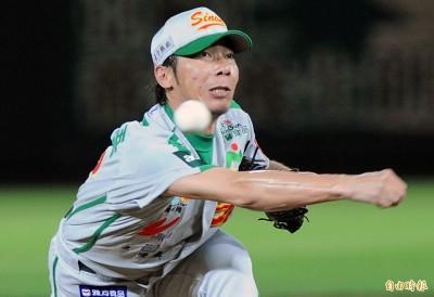MLB》靠著一手「飛盤」變速球 高津臣吾當年勇闖美職