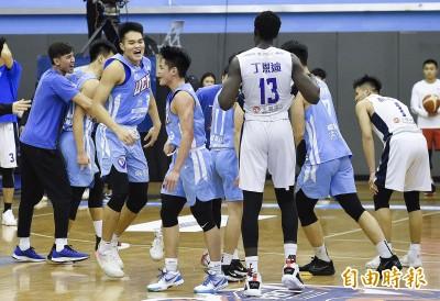 UBA》22連勝健行延長賽險勝政大 成為男子組首支4強球隊
