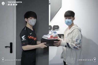 電競》前世界冠軍成員加盟! 中國TES戰隊直指聯盟第一
