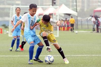 足球》國小世界盃全國足球賽 風雨中力拼取勝求晉級