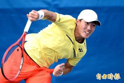 網球》許育修變壯再出發 發球變穩、變強直落二晉級