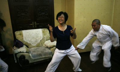 格鬥》中國武術大師被打倒了 還有最強太極推手閆芳