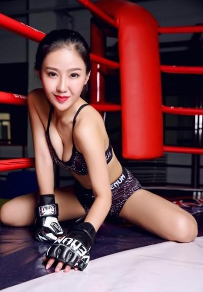 格鬥》美女主持人冬妮生氣了:中國大師沒被打死是僥倖!