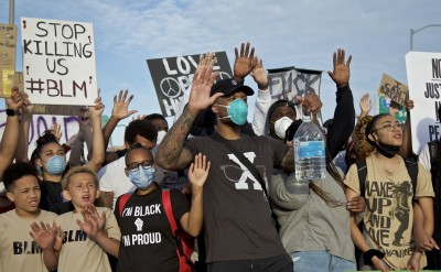 NBA》種族歧視風波越演越烈 拓荒者里拉德親自上街抗議